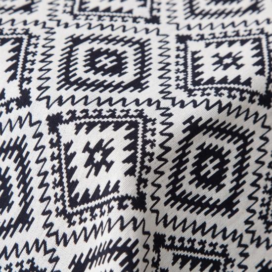 Material tapiterie cu motive etnice Caspio Negro