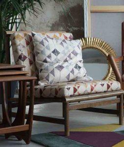 material textil cu motie geometrice
