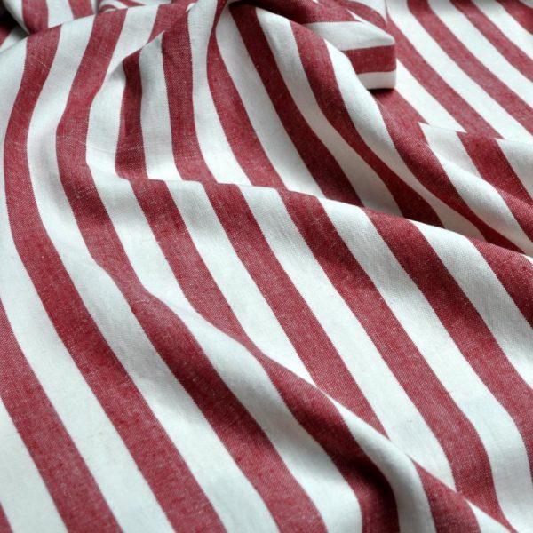 draperii-cu-dungi-verticale-alb-rosu