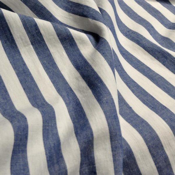 draperii-din-in-cu-dungi-verticale-albastre