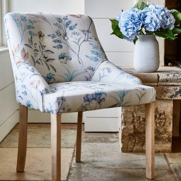 Material textil cu design floral pentru tapiterie Verbena Blueberry